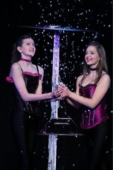 Sisters Leah Mae and Sara Jade Devine will take part in the 14th South Tyneside International Magic Festival.