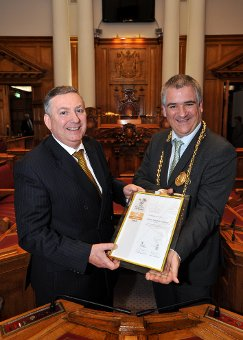 Gold award accepted by Mayor